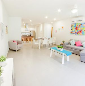 Bright Colored 2Br Condo At 38Th By Happy Address photos Exterior