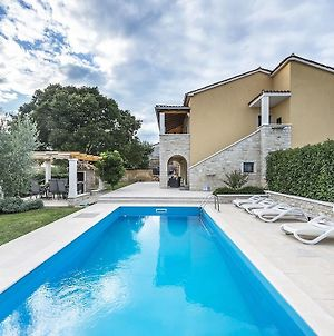 Magnificent Villa In Vrsar With Swimming Pool photos Exterior