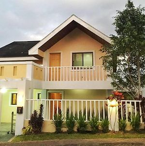 "Tagaytay 2 Bedroom Staycation W/ 1 King, 2 Queen & 50"" Hdtv photos Exterior"