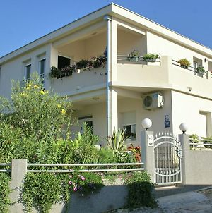 Comfortable Apartment Near Sea In Trogir photos Exterior