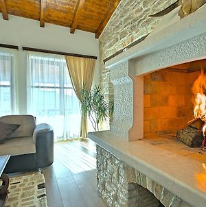 Charming Holiday Home With Swimming Pool In Pula photos Exterior