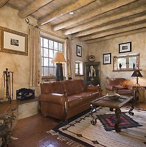 Western Cowboy Two-Bedroom Holiday Home photos Exterior