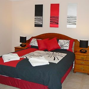 Geraldton Luxury Vacation Home With Free Netflix photos Exterior