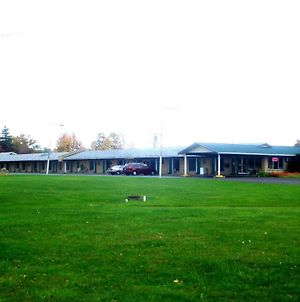 Thruway Holiday Motel photos Exterior