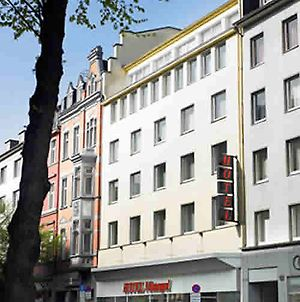 Monopol photos Exterior