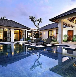 Arama Poolside Villa photos Exterior