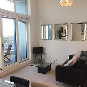 Penthouse Apartment With Free On Site Parking photos Exterior