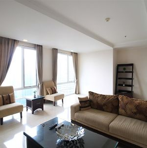 3Br At Fx Senayan By Travelio photos Exterior