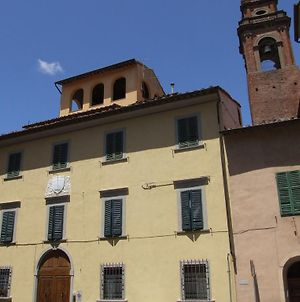 It 'S Located In The Historic Center Of Pisa On The Ground Floor Of A 17Th Century Building photos Exterior
