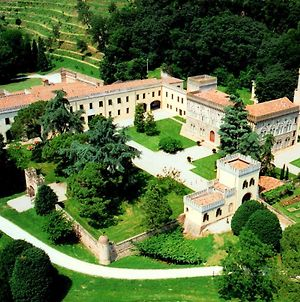 Imposing Castle In Northern Italy For Dreamy Royal Vacation photos Exterior