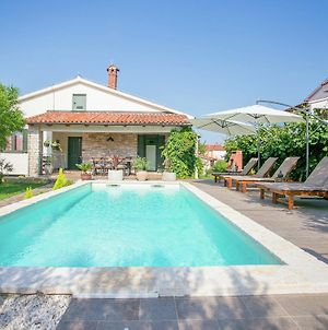 Comfortable Villa In Tar With Swimming Pool photos Exterior