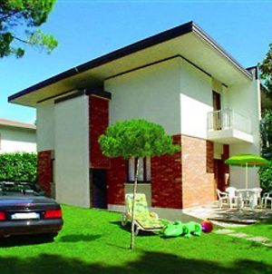 Lignano Pineta Villa With Garden photos Exterior