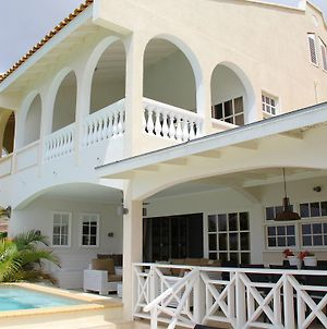 Luxurious Home With Pool In Willemstad photos Exterior