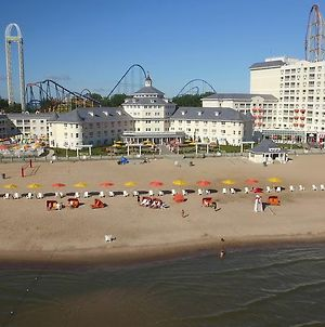 Cedar Point'S Hotel Breakers photos Exterior
