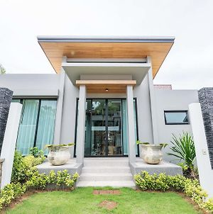 Naiharn Dwelling By Favstay photos Exterior