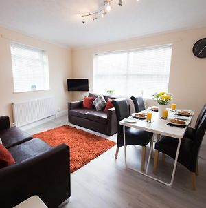 We Are Open !! 2 Bedroom Apartment - With Free Parking photos Exterior