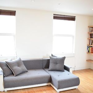 Sunny & Spacious 2-Bed Flat In North West London photos Exterior