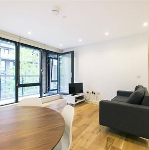 Incredible Newly Built 2-Bedroom Flat Near Park photos Exterior
