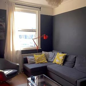 Lovely 1-Bed Apartment In Arsenal photos Exterior