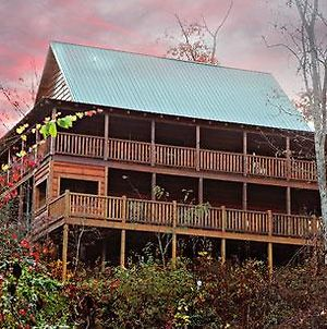 Off The Clock 4 Bedroom Cabin By Redawning photos Exterior