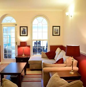 Spacious 2 Bedroom Property By The River Thames photos Exterior