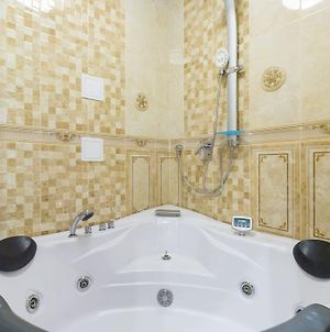 Apartment On Novoryazanskaya With Jacuzzi photos Exterior