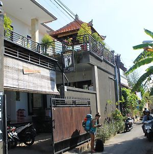 Suwardika Homestay And Dormitory - Hostel photos Exterior