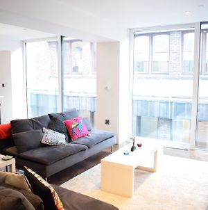 Beautiful Newly Renovated 2 Bed Apartment In Bank photos Exterior
