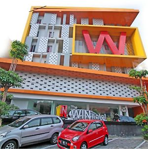 The Win Hotel Surabaya photos Exterior