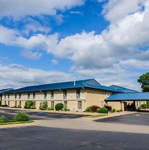 Quality Inn & Suites Winfield photos Exterior