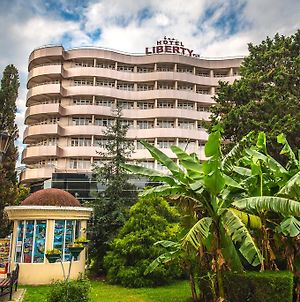Liberty Fly Hotel photos Exterior