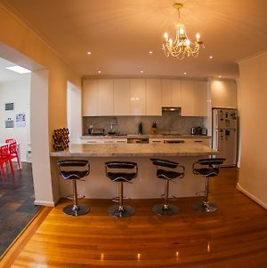 Inner Melbourne Luxury Holiday House photos Room