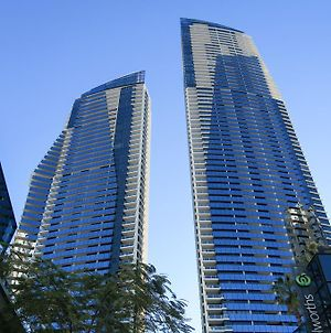 Circle On Cavill Surfers Paradise Apartments photos Exterior