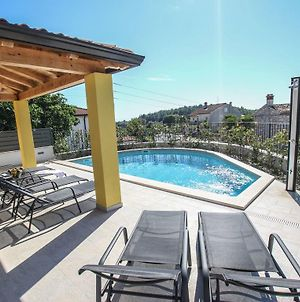 Lovely Villa In Porec With Swimming Pool photos Exterior