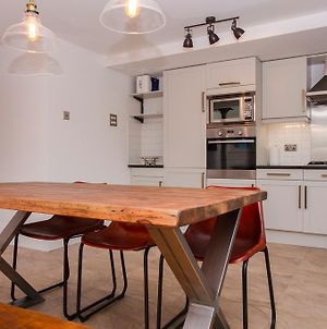 2 Bedroom Flat Near Canary Wharf Sleeps 4 photos Exterior