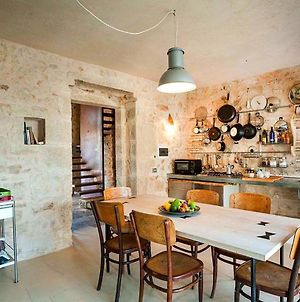 The Property Has Easy Access To Nearby Cities Of Scicli, Ragusa-Ibla, Noto And Siracusa, photos Exterior