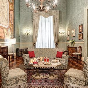 Arthouse - Lady Mary'S Tribunali Luxury Suite - Naples Historical Centre - By Gocce Team photos Exterior