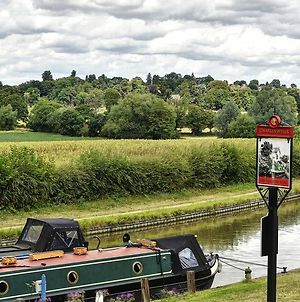 Narrowboat At Weedon photos Exterior