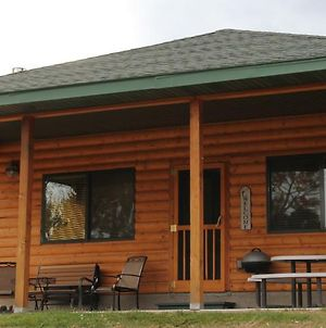 Yellowstone Park Riverfront Cabins photos Exterior