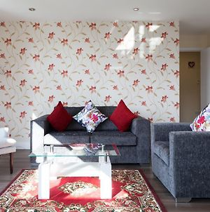 Exquisite Station Penthouse With Terrace & Parking & Sleeps 6 photos Exterior