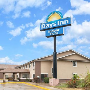 Days Inn By Wyndham Topeka photos Exterior