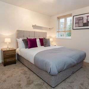 Ideal Romford Serviced Gidea Apartment 2 Bed Perfect For Town Centre Shopping A12 Tfl photos Exterior