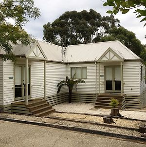 Daylesford By The Lake Waterfront Spa Villa photos Exterior