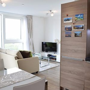 Modern 1-Bedroom Flat In Surrey Quays With Balcony photos Exterior