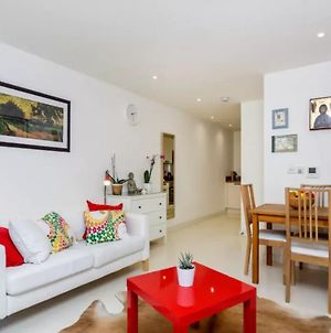 1 Bedroom Flat In South London, Sleeps 4 photos Exterior