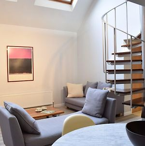 1 Bedroom House In Chiswick Accommodates 2 photos Exterior