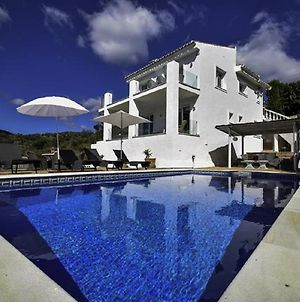 Exquisite Villa Near Beach With Heated Pool photos Exterior