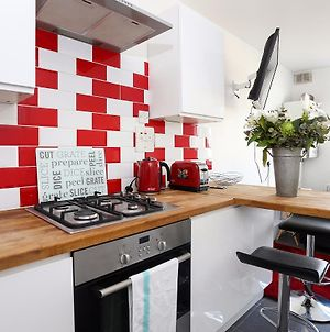 4 Bedroom Apartment In Shepherd'S Bush Accommodates 10 photos Exterior