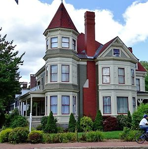 Maine Victorian Mansion photos Exterior