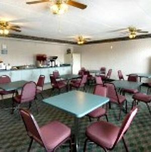 Columbus Inn And Suites photos Restaurant